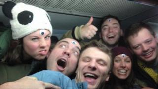 Otto Warmbier con otros compañeros de viaje en Corea del Norte