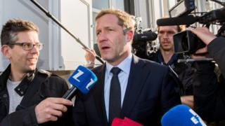 Wallonia's Socialist Prime Minister, Paul Magnette (centre), 26 Oct 16