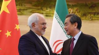 وزیر خارجه چین (راست) در دیدار با محمدجواد ظریف وزیر خارجه ایران