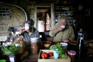Lorens i Žan ručaju