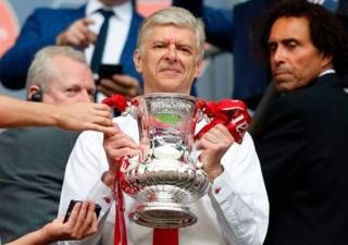 Wenger atwaye igikombe ca FA Cup ca 2016-17