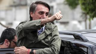 Jair Bolsonaro ao votar