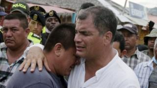 Perezida Rafael Correa ahumuriza abahekuwe n'umutingito muri iki cyumweru