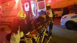 Equipos de rescate se trasladaron hasta el centro de la ciudad para dar ayuda a las víctimas.