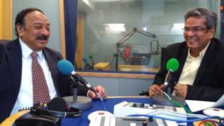 किंगशुक नाग बीबीसी दफ़्तर में रेहान फ़ज़ल के साथ