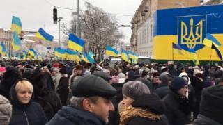Люди чекають на результати об'єднавчого собору на Софіївській площі в Києві