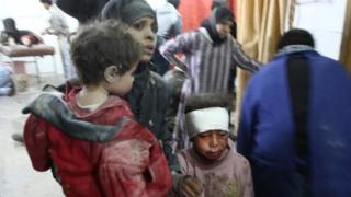 Sírios feridos buscam tratamento em Ghouta Oriental