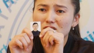 艾布塔说自己的父亲被关进中国的扣押营。
