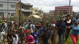 Abanyagihugu bavuga ururimi rw'igifaransa barakumigwa n'abavuga urw'igifaransa muri Cameroun