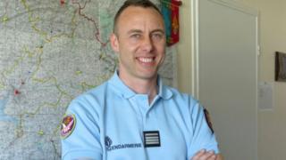 Le lieutenant-colonel Beltrame, âgé de 45 ans, est décédé samedi matin des suites de ses blessures.