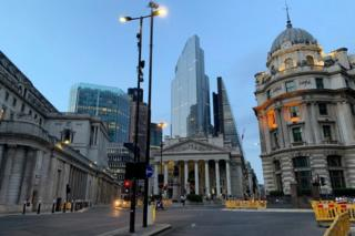 Bank junction on a weeknight (27 May, 9pm)