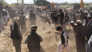 مراسم تدفین قربانیان گردیز
