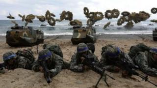 กองกำลังสหรัฐฯ และเกาหลีใต้ซ้อมยกพลขึ้นบกในปฏิบัติการโฟลอีเกิลเมื่อช่วงต้นปี 2017