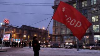 Сталинист с флагом