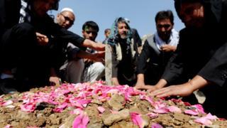 похороны погибших в результате нападения в Кабуле