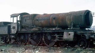 1964 - 1981 మధ్య ఈ రైలింజన్ వూధామ్ పాతసామన్ల కొట్టులో తుప్పపడుతూ ఉండిపోయింది