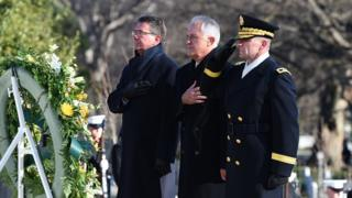 Mr Turnbull takes part in a wreath laying at the Tomb of the Unknowns in Arlington National Cemetery