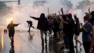 Gás lacrimogêneo disparado em Minneapolis