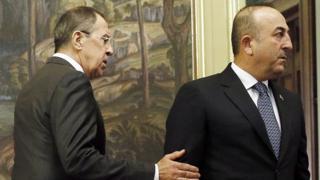 Министр иностранных дел России Сергей Лавров (слева) и министр иностранных дел Турции Мевлют Чавушоглу