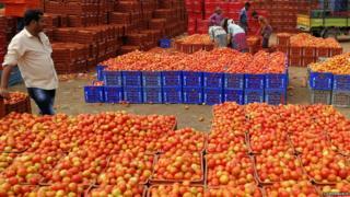 Tomato seller, India (Image: Lutz Depenbusch)