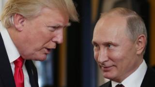 Donald Trump Vladimir Putin'le konuşuyor.