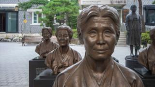 Estatua en homenaje a las mujeres de confort de Corea del Sur.