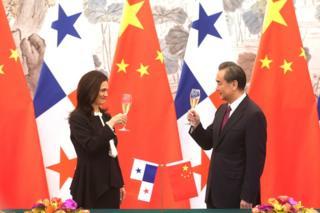 Panama Dışişleri Bakanı Isabel Saint Malo de Alvarado ve Çin Dışişleri Bakanı Wang Yi