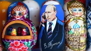 Матрешка с изображением Путина