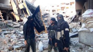 Al-Nusra fighters in Yarmouk camp (file photo)