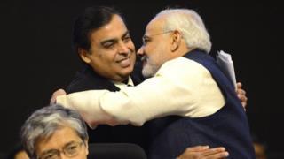 प्रधानमंत्री नरेंद्र मोदी के साथ मुकेश अंबानी