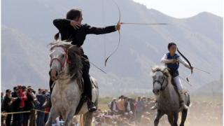 Стрельба на скаку - один из древнейших видов спорта в Средней Азии