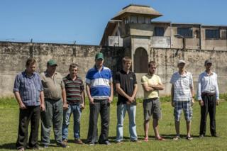 પાલમસલા જેલમાં બાકી રહેલા આઠ બાકી મેનોનાઇટ્સ. સાન્ટા ક્રૂઝ ડે લા સીએરા, બોલિવિયા
