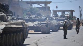 ارتش سوریه در تلاش است تا شورشیان را از شهر درعا خارج کند
