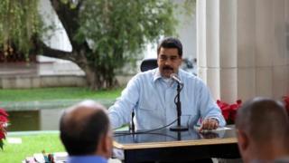 """Venezuela's President Nicolas Maduro (C) speaks during his weekly broadcast """"En contacto con Maduro"""" (In contact with Maduro) in Caracas, Venezuela November 13, 2016."""