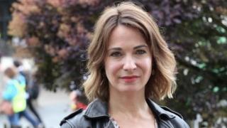 Nia Roberts, yr actores ydy llywydd y dydd ar faes yr Urdd ddydd Iau