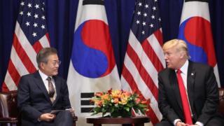 문재인 대통령과 도널드 트럼프 미국 대통령이 2018년 9월 미국 뉴욕 롯데뉴욕팰리스호텔 허버드룸에서 열린 한미정상회담에서 발언을 하고 있다