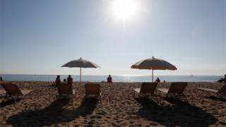 На пляже в Барселоне