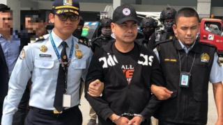 Jamal Yunos diekstradisi ke Malaysia pada hari Kamis (05/07) setelah sekitar sebulan melarikan diri ke Indonesia.