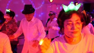 سئول، پایتخت کره جنوبی، برای افرادی که بیش از ۶۵ سال دارند دیسکو راه انداخت