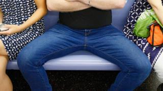 İspanya'da toplu ulaşımda bacak uyarısı