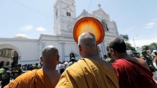 콜롬보 지역의 스님들이 코칙카데 사건 현장을 방문했다