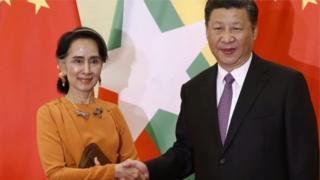 နိုင်ငံတော် အတိုင်ပင် ခံ ပုဂ္ဂိုလ် ဒေါ်အောင်ဆန်းစုကြည်နဲ့ တရုတ် သမ္မတ ရှီကျင်းပင်