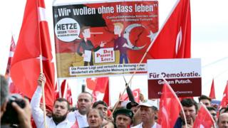 Köln'deki demokrasi mitingi