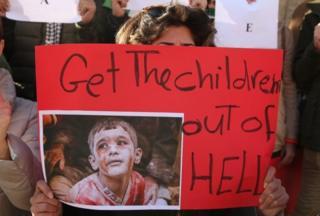 За даними ЮНІСЕФ, сотні дітей, у тому числі сироти, залишаються в пастці у східній частині Алеппо
