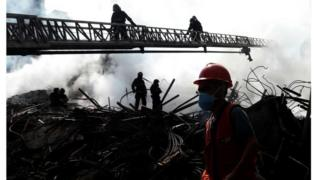 Bombeiros analisam escombros do edifício Wilton Paes de Almeida
