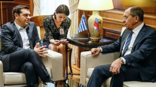 Grčki premijer Aleksis Cipras i ruski ministar spoljnih poslova Sergej Lavrov na sastanku.