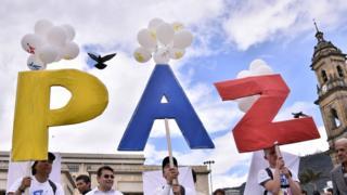 Manifestantes a favor de la paz en Colombia