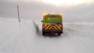 Deep snow between Stronelairg and Melgarve