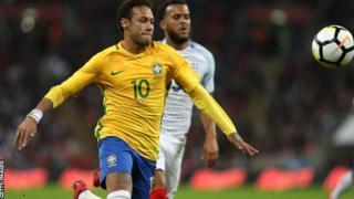 Neymar akiichezea Brazil dhidi ya England uwanjani Wembley
