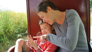 Louisa com seu filho Frank